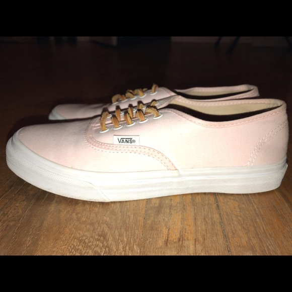 f3efd76be5 Soft pink Vans with leather laces. M 5a594abba825a631d7d26877